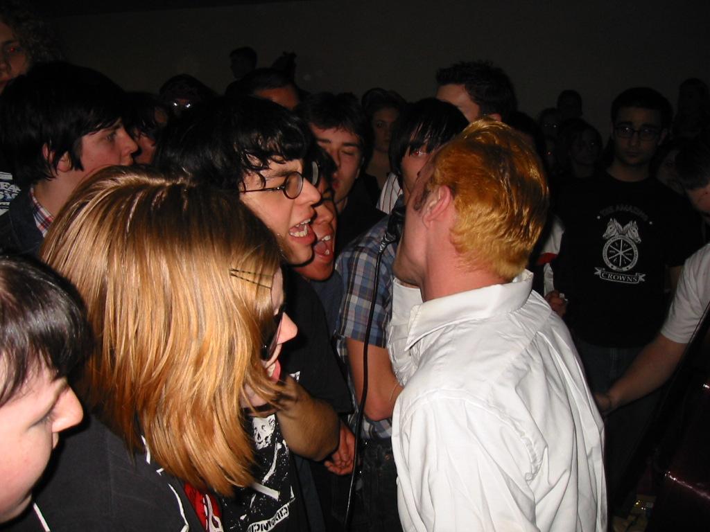 Richie & fans sing